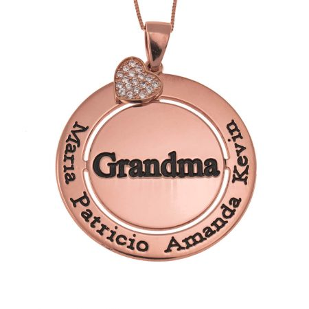 Collar circular para la abuela con engarce de corazón brillante