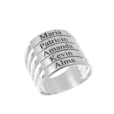 Cinco anillos apilables con nombres